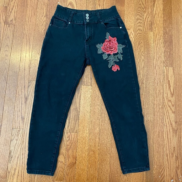 The Style Between Us Denim - The Style Between Us Black Rose Jeans - Size 11
